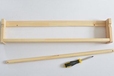 Building wooden shelf