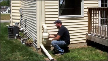 System installer at the inline fan