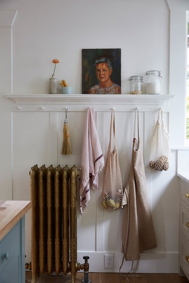 traditional home decor in kitchen with peg rail
