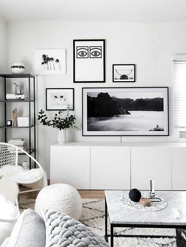 monochrome and minimal living room wall decor idea with samsung frame tv
