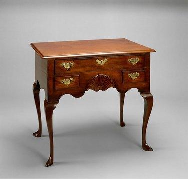 a queen anne style dresser