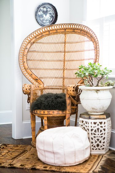 Vintage wicker chair in bohemian living room idea