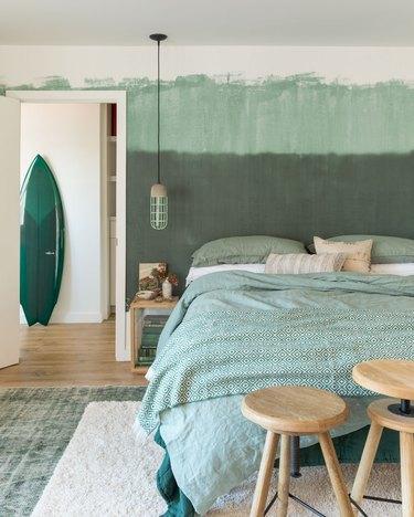 "Green two-tone ""watercolor"" bedroom wallpaper idea"