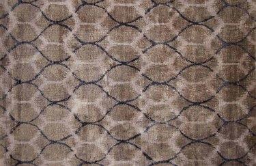 Honeycomb-patterned rug