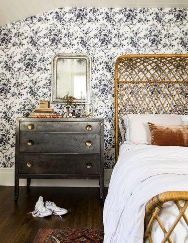 Traditional ink-blue floral bedroom wallpaper idea
