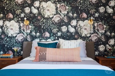 English garden bedroom wallpaper idea