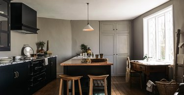 traditional kitchen lighting with pendant over island