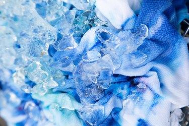 Tie-dye ice method
