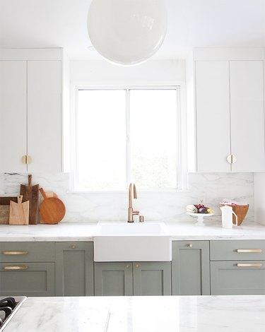 modern cabinet hardware in kitchen