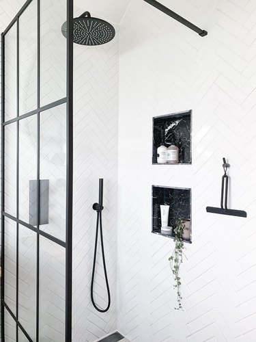 black-and-white bathroom idea