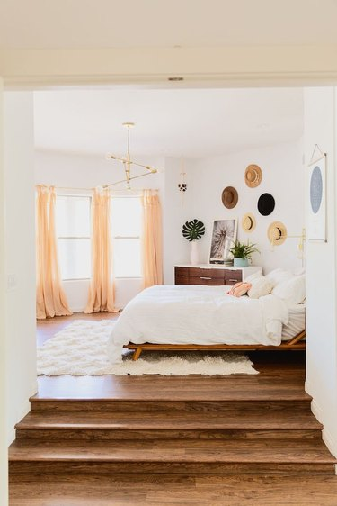 Bedroom wall decor idea with hats hanging on wall