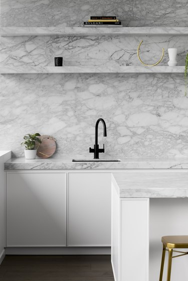 modern kitchen backsplash idea with luxury marble countertops and walls