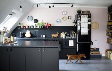 black and pink kitchen