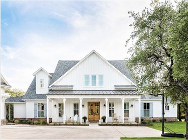 White board and batten exterior on Texas modern farmhouse