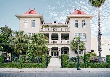 Hotel Havana Is Romantic Cuban Vibes in Historic Texas