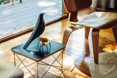 midcentury modern decorative accents in living room