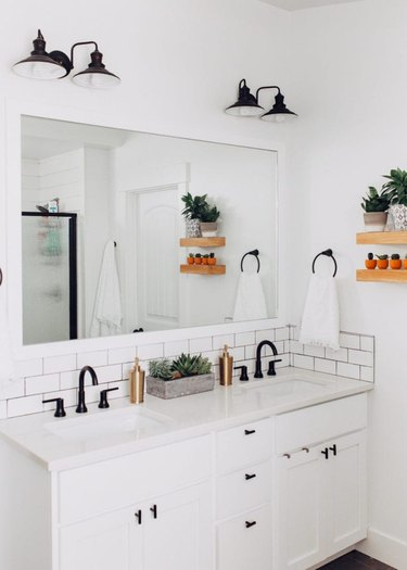 vintage bathroom lighting idea with black metal lighting