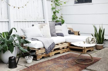 DIY Wood Pallet Couches