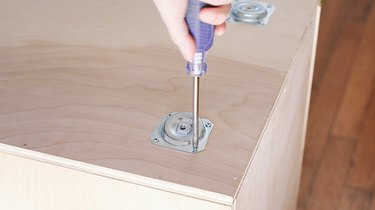Screwing angle plates for table legs on bottom of box