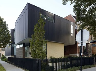 How to choose exterior house colors on black modern home
