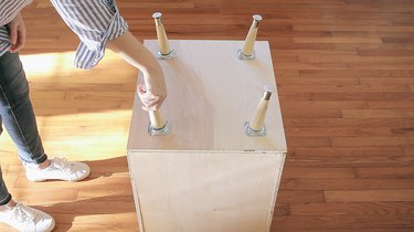 Screwing table legs into angle plates