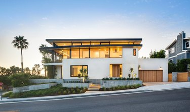 How to Choose Exterior House Colors on white modern house