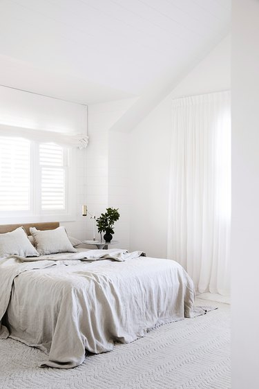 bedroom with Cultiver linens on bed