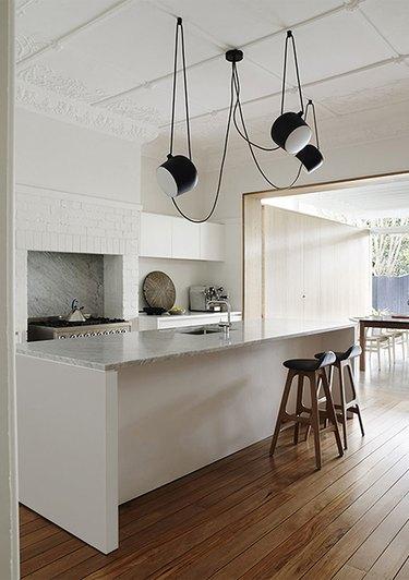 kitchen island lighting idea with suspension light fixture