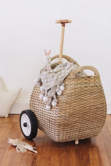 DIY wheeling basket