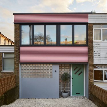 midcentury home with pink exterior siding ideas