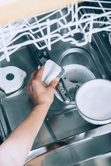 Clean dishwasher spinners