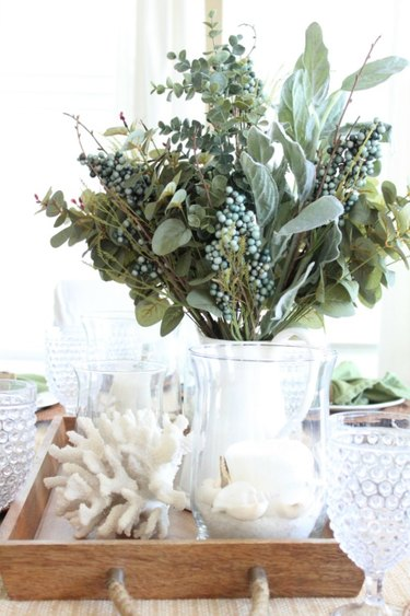 Coastal fall decor with centerpiece with fall florals and white seashells