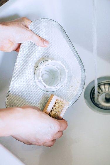 Scrub dishwasher mesh screen
