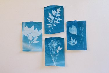 blue room ideas with blue wall hangings