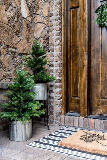 Rustic Christmas yard decorations