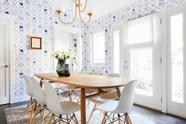 blue and white wallpaper in dining room
