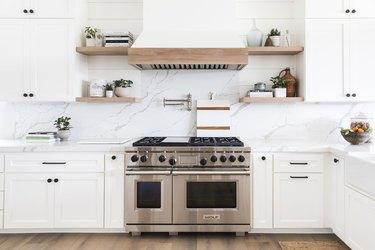 white coastal farmhouse kitchen with marble countertops