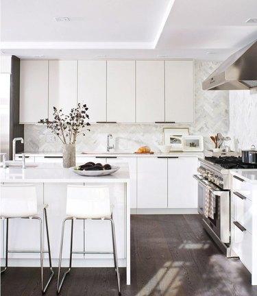 modern kitchen backsplash idea with marble natural stone backsplash