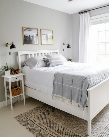 Coastal paint col0rs bedroom with light gray walls and lightweight bedding