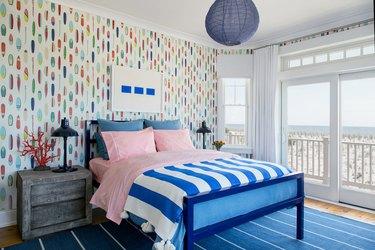 Coastal Decor Ideas striped bedroom
