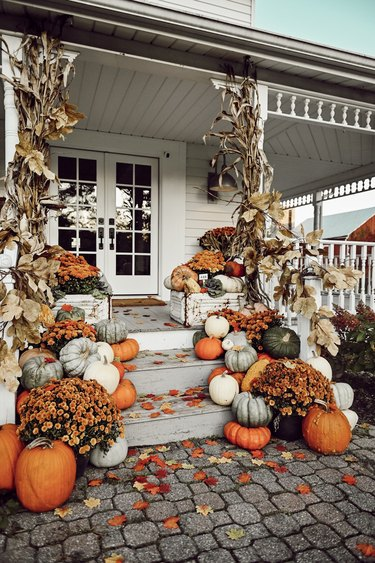 fall porch decor featuring pumpkins on steps