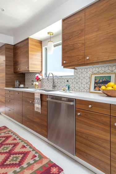midcentury kitchen with patterned tile backsplash