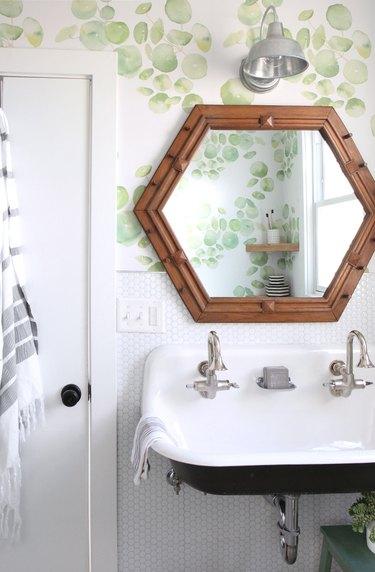 white penny round tile diy bathroom backsplash idea