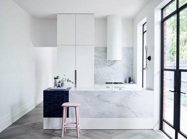 Linear design in minimalist kitchen