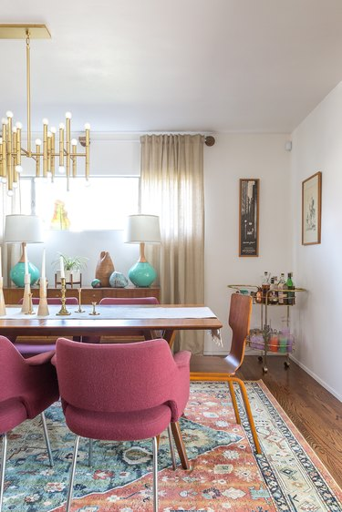 Turquoise, pink, and brass midcentury modern colors in dining room