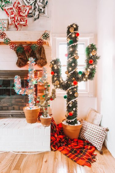Cactus-inspired DIY Christmas tree idea