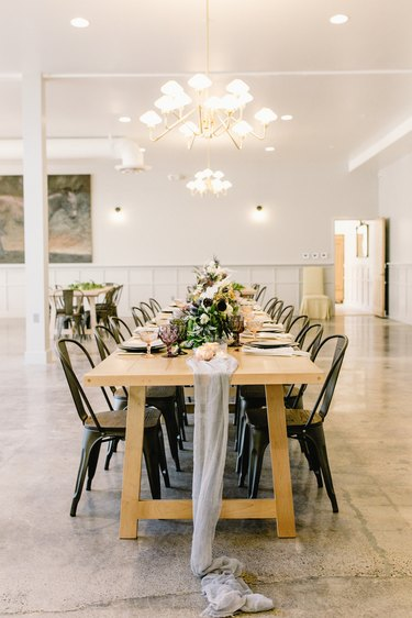 dining room lighting idea with chandelier over table