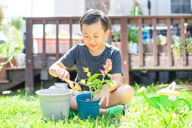 Recycled plastic gardening set for kids
