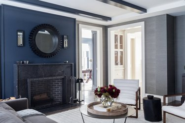 color that goes with navy blue, living room with gray accents