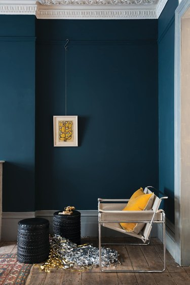 color that goes with navy blue, yellow in traditional room white chair